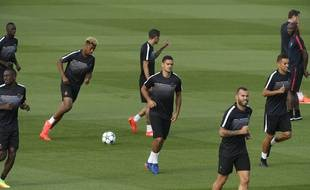 Hatem Ben Arfa au milieu de ses coéquipiers lors d'un entraînement du PSG, le 12 septembre 2016.