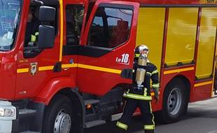 Les pompiers ont dû déployer la grande échelle. Illustration.