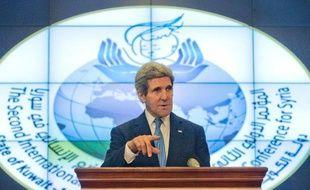Le secrétaire d'Etat américain John Kerry a exhorté jeudi l'opposition syrienne à prendre part à la conférence sur la paix en Syrie, prévue en Suisse la semaine prochaine.