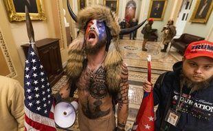 Ce partisan de Donald Trump fait partie des émeutiers qui ont envahi le Capitole mercredi.