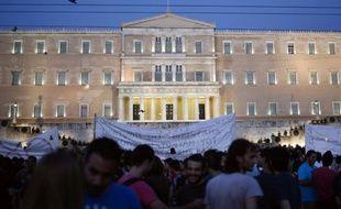 La police anti-émeute grecque devant le Parlement, à Athènes, où sont rassemblés des manifestants anti-UE, le 12 juillet 2015