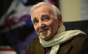 Charles Aznavour a rassuré sur son état de santé, en apparaissant en grande forme lors d'un concert dimanche soir à Los Angeles, en expliquant l'annulation de ses représentations prévues la semaine prochaine à New York par la malhonnêteté d'un producteur.