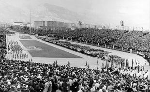 Le stade de Grenoble le 6 février 1968 lors de la cérémonie des Jeux Olympiques.
