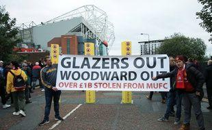 Des supporters de Manchester United mécontents demandent le départ de la famille Glazer et d'Ed Woodward de la direction du club, le 20 octobre 2019.