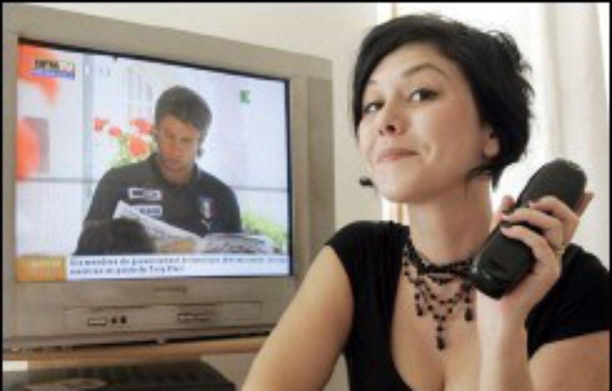 """Romancière, animatrice de forum sur France 5, Chloé Delaume publie """"J'habite dans la télévision"""" (Ed. Verticales), un virulent pamphlet contre la """"machine à décérébrer les grenouilles"""". – Bertrand Guay AFP"""