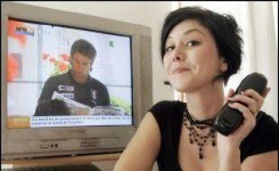"""Romancière, animatrice de forum sur France 5, Chloé Delaume publie """"J'habite dans la télévision"""" (Ed. Verticales), un virulent pamphlet contre la """"machine à décérébrer les grenouilles""""."""