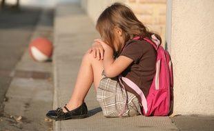 La petite Léa est victime de harcèlement dans son école (illustration).
