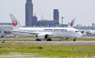 Un avion de la Japan Airlines, à l'aéroport de Narita, à Tokyo, le 2 juin 2015.