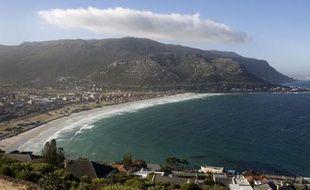 La municipalité sud-africaine du Cap a posé son premier filet anti-requins près d'une de ses plages les plus renommées, Fish Hoek beach, mais pour l'instant uniquement à titre expérimental, a-t-on appris auprès de la mairie.
