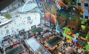 Le Markthal a été inauguré le 1er octobre 2014. Depuis les appartements qui composent sa voûte, la vue sur le marché est vertigineuse.