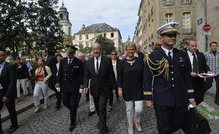 Le ministre de la Défense Jean-Yves Le Drian (c), le préfet de la région Bretagne Patrick Strzoda (g) et la maire de Rennes Nathalie Appere pour le 70 ème anniversaire de la libération de Rennes, le 4 août 2014
