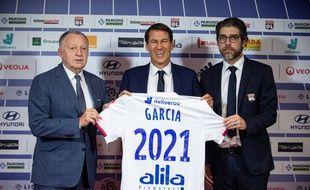 Jean-Michel Aulas et Juninho entourent Rudi Garcia au moment de son intronisation comme entraîneur de l'OL, le 15 octobre dernier.
