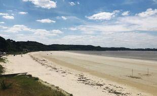 La baie de Saint-Michel-en-Grève, le 31 mai 2021. Autrefois tapissée d'algues vertes, la plage en est presque débarrassée.