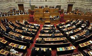 La troïka des créanciers internationaux de la Grèce a différé sa mission à Athènes au mois de janvier et gelé le versement d'un prêt d'un milliard d'euros faute d'avoir obtenu la mise en oeuvre de réformes demandées, a annoncé samedi la Commission européenne.