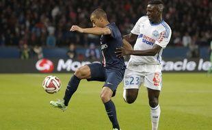 Benjamin Mendy au duel avec Lucas lors du match PSG-OM (2-0), le 9 novembre 2014 au Parc des Princes.