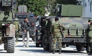 Des militaires déployés à Tunis, le 18 mars 2015, suite à l'attentat contre le musée du Bardo