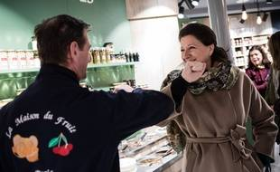 Agnes Buzyn candidate LREM à la mairie de Paris, a la rencontre des commerçants et habitants du 16e arrondissement, le 13 mars 2020.