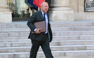 Malgré la mission confiée par le gouvernement à l'ex-président de La Poste Jean-Paul Bailly, la question du travail du dimanche a continué jeudi d'alimenter les débats, le ministre du Travail Michel Sapin n'excluant pas de légiférer sur cet épineux dossier, comme l'a réclamé le jour même la CGT.