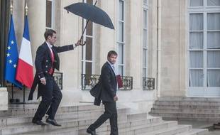 """French Prime Minister Manuel Valls leaves the Elysee presidential palace after a meeting with the French president. Francois Hollande asked Valls to form a new government following a much-criticised show of insubordination by the country's firebrand economy minister. A presidency statement said Valls had offered the resignation of his government """"a formality that allows him to form a new cabinet """" and the new line-up would be announced on August 26. Paris, France - 25/08/2014/ZIHNIOGLUKAMIL_1728.01/Credit:ZIHNIOGLU KAMIL/SIPA/1408252120"""