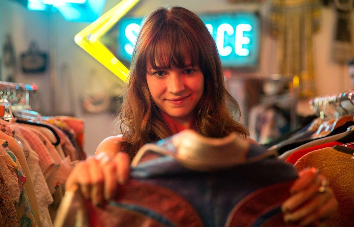 Britt Robertson joue Sophia Amoruso dans la série «Girlboss». – Karen Ballard/Netflix