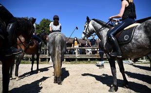Les activités en plein air comme l'équitation posent moins de question à l'heure de la reprise.