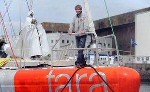 La goélette océanographique Tara a quitté dimanche le port de Lorient et mis le cap sur l'Arctique, pour sa 3e grande expédition scientifique depuis 2005, au cours de laquelle son équipage de marins et chercheurs va effectuer en sept mois un tour complet de l'océan du pôle Nord.