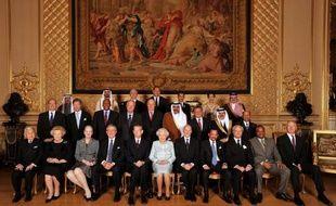 Elizabeth II qui fête son jubilé de diamant accueillait vendredi une cinquantaine de représentants de familles royales du monde entier, pour un déjeuner au château de Windsor fort polémique, notamment du fait de la présence des souverains de Bahreïn et du Swaziland.