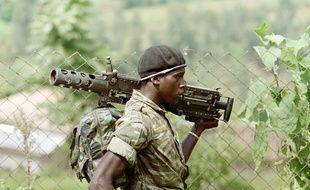 Un soldat de l'armée régulière rwandaise, le 11 juin 1994.