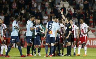 La Commission des compétitions de la Ligue de football professionnel a entériné le résultat du match AC Ajaccio-Le Havre, émaillé d'incidents, mais a suspendu le terrain corse à titre conservatoire, a indiqué ce mardi la LFP.
