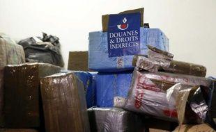 Une partie des 7 tonnes de cannabis saisis par la douane, entreposés à la Direction des enquêtes douanières, à Ivry-sur-Seine le 18 octobre 2015