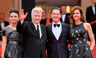 Une partie du casting de Twin Peaks: (de gauche à droite) l'actrice Desiree Gruber, le réalisateur David Lynch, l'acteur Kyle MacLachlan et l'actrice Emily Stofle