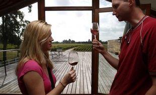 L'oenotourisme est un secteur économique majeur pour la région Aquitaine et la ville de Bordeaux qui s'ennorgueillit de recevoir près de trois millions d'oenotouristes par an, partageant leur séjour entre le vignoble, la ville classée à l'Unesco et le littoral aquitain.