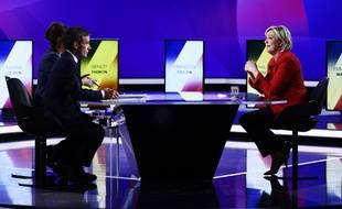 Marine Le Pen et David Pujadas dans l'émission L'entretien politique sur France 2, le 20 avril 2017.