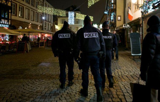 Des policiers sur le marché de Noël de Strasbourg, en 2016