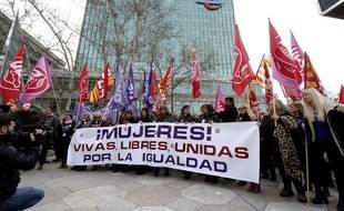 Les femmes se sont réunies dans toute l'Espagne (ici, à Saragosse) pour protester contre les inégalités qui persistent dans la société, le 8 mars 2018.