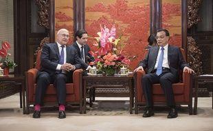 Michel Sapin et le Premier ministre chinois Li Keqiang à Pékin, le 18 septembre 2015.