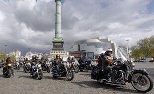 Des motos place de la Bastille à Paris. (illustration)