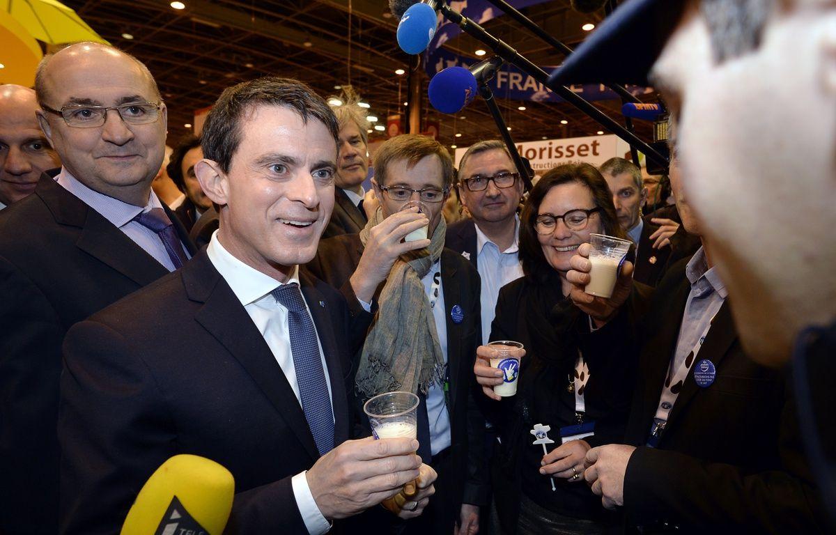 Le Premier ministre Manuel Valls ce lundi matin au Salon de l'agriculture. – MIGUEL MEDINA / AFP