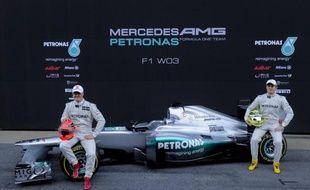 Mercedes a présenté mardi matin sur le circuit de Montmelo, près de Barcelone, sa nouvelle monoplace de Formule 1, la W03, avec laquelle Michael Schumacher et Nico Rosberg vont tenter de se rapprocher en 2012 des trois équipes de pointe, Red Bull, McLaren et Ferrari.
