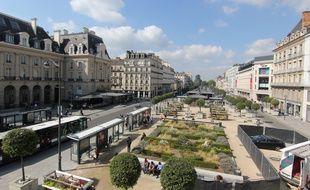 La place de la République est le point central de la ville de Rennes.