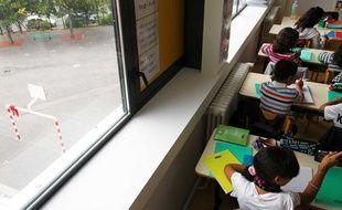 Illustration: Des élèves en classe de primaire.