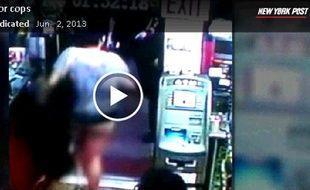 Capture d'écran de la vidéo de surveillance ayant enregistré une altercation entre une avocate et la police, à New York, le 1er juin 2013.
