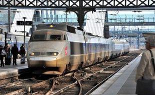 """La SNCF va mettre en place à la fin du mois un nouveau système de """"Garantie voyage"""" visant à renforcer l'information des clients TGV et Intercités avant leur voyage, et leur indemnisation notamment en cas de retard ou d'annulation."""