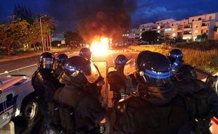 Reflet de la crise économique aiguë que traverse la Réunion, la revendication de contrats aidés, à l'origine des deux nuits de violences dans la commune du Port (ouest), placent en première ligne les maires de l'île, accusés de les utiliser à des fins électoralistes.