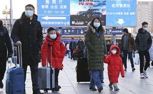 Une famille chinoise portant des masques, à Pékin le 20 janvier 2020.
