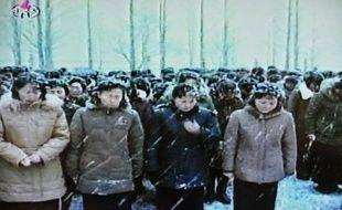 Pyongyang avait ordonné aux Nord-Coréens de ne porter ni bonnet ni gants lors des obsèques de leur dirigeant le 28 décembre, malgré le froid glacial, pour s'aligner sur le comportement de l'héritier qui a marché tête nue à côté du corbillard, a rapporté mardi un journal sud-coréen.