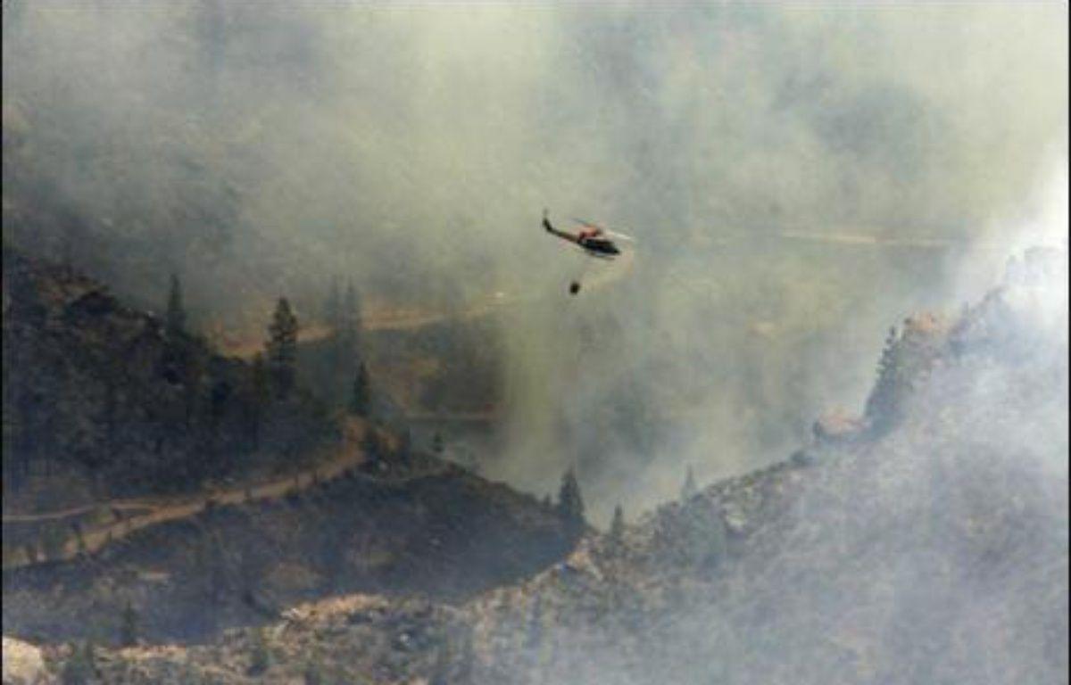 Plusieurs incendies faisaient toujours rage lundi soir au Portugal et en Espagne, où plus de 1.000 personnes ont été évacuées sur l'île de Grande-Canarie (archipel des Canaries), et plusieurs milliers d'hectares ont été dévastés. – Dèsirée Martín AFP