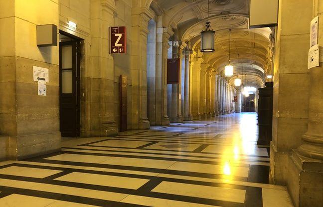 Les couloirs déserts de la cour d'appel de Paris en pleine pandémie de coronavirus.