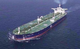 La marine indienne a annoncé mercredi avoir détruit un vaisseau d'où les pirates somaliens lancent leurs vedettes à l'abordage des bateaux naviguant au large de la Somalie, portant un coup sévère aux bandits des mers, qui ont cependant capturé trois nouveaux navires.