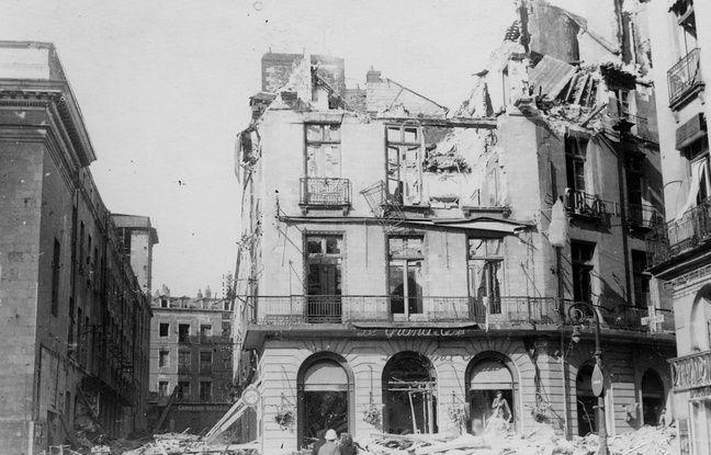 La place Graslin juste après les bombardements de septembre 1943.